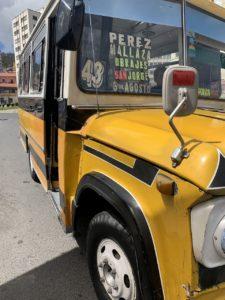 ボリビアのラパスのバス停