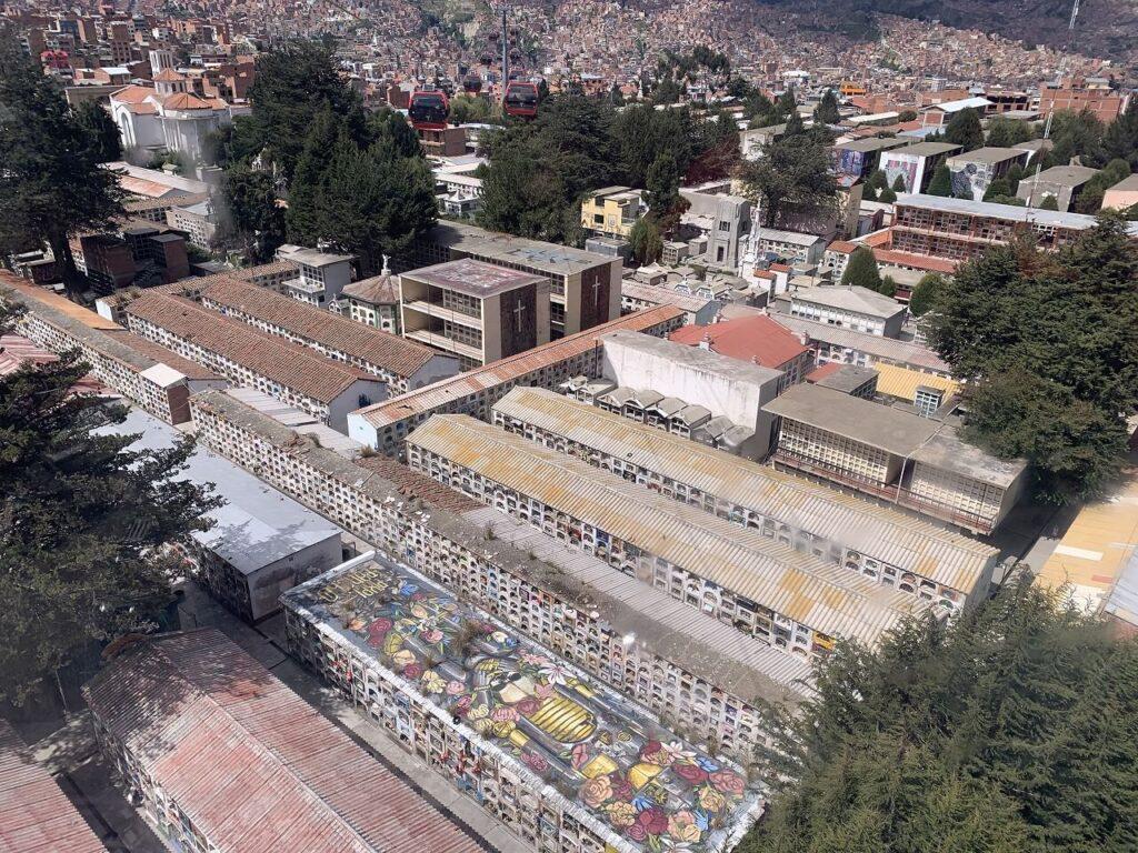 ミテラフェリコから見えるラパスの景色とお墓