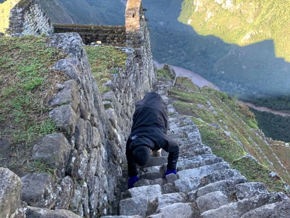 ワイナピチュ山の険しい道のり