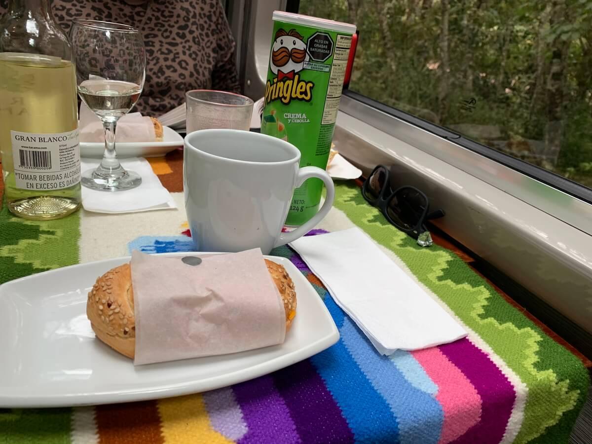 ペルーレイルのビスタドームで提供有れた軽食のサンドイッチ