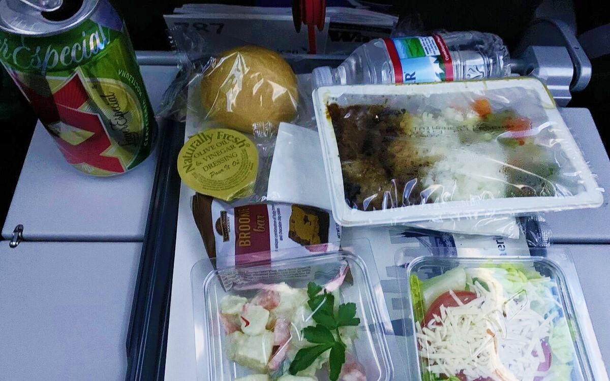 ロスから日本行きのJALの機内食