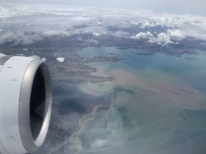 ボリビアのラパス行の飛行機から見えるチチカカ湖