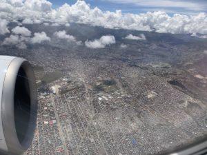 ボリビアのラパス行の飛行機