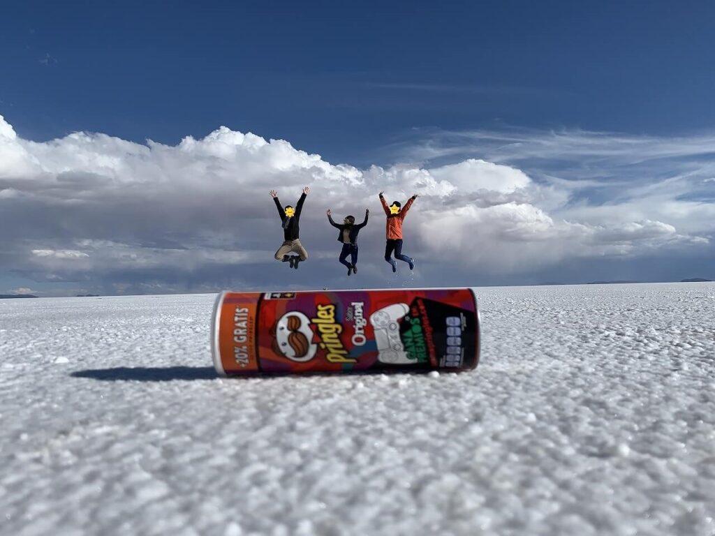 ウユニ塩湖のトリックアート
