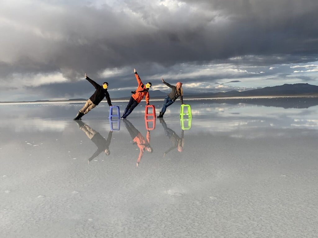 ウユニ塩湖のサンセットツアーでのポージング