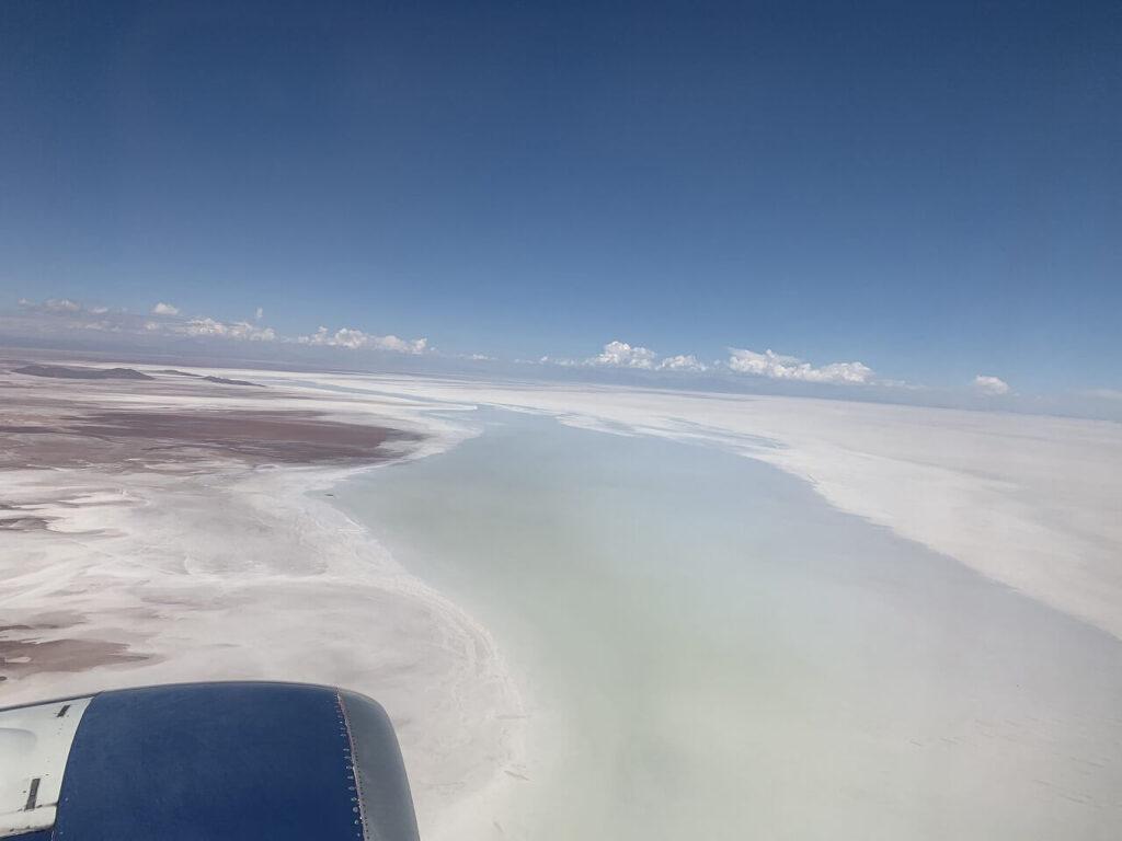 飛行機からのウユニ塩湖