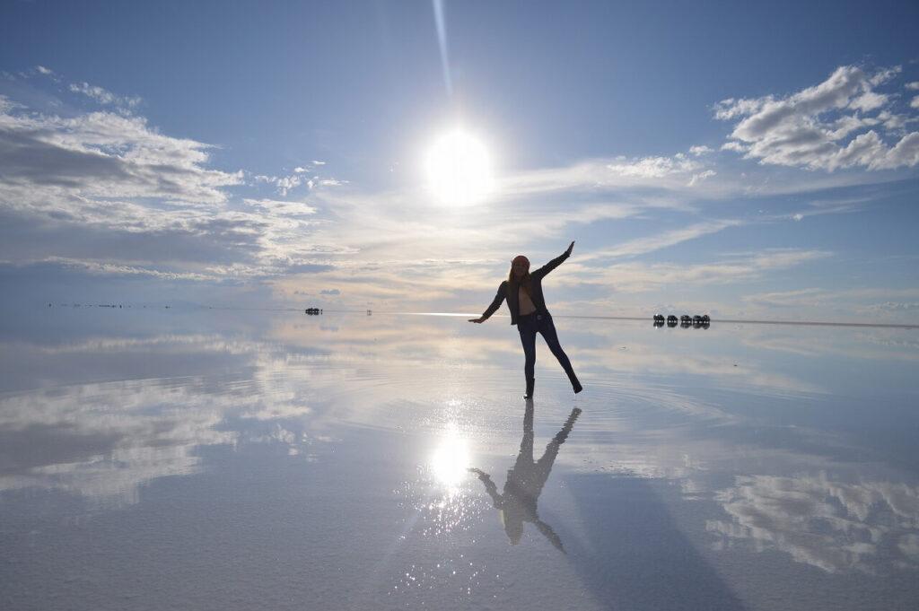 ウユニ塩湖と女の子