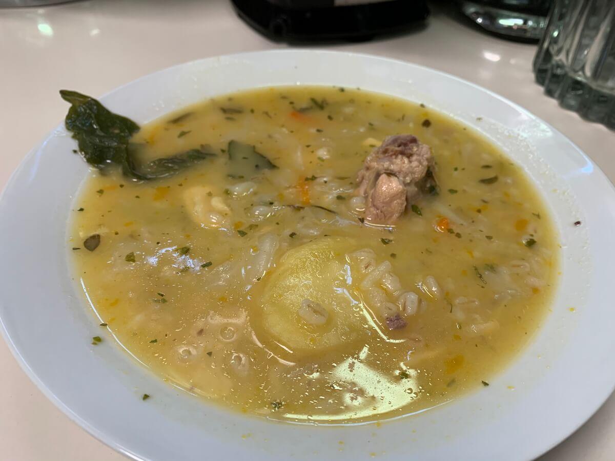 マチュピチュ村のメルカド市場で食べたスープ