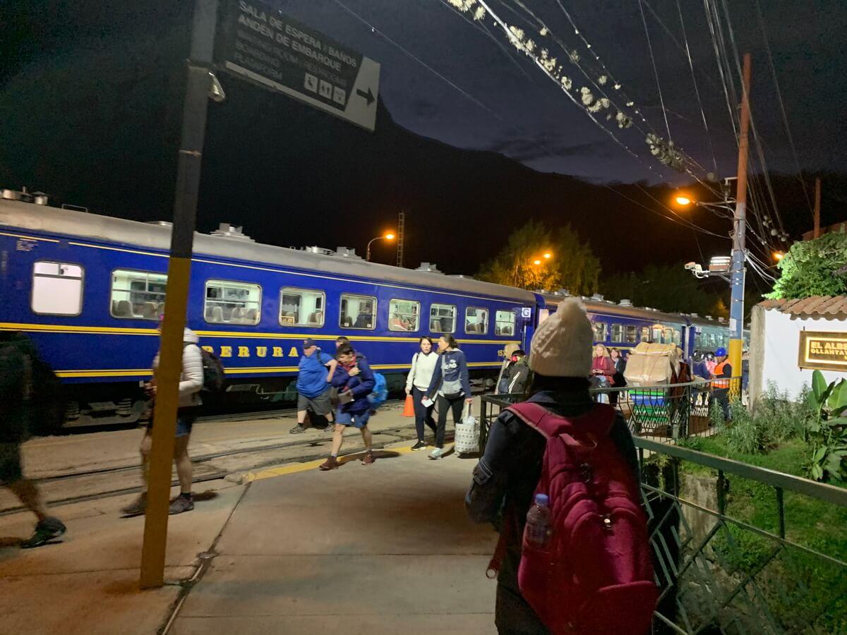 マチュピチュ村行のペルーレイル列車