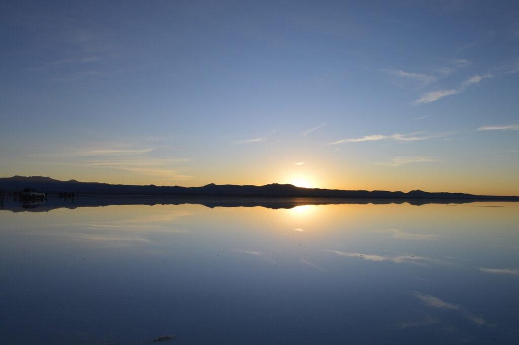 ウユニ塩湖の朝日