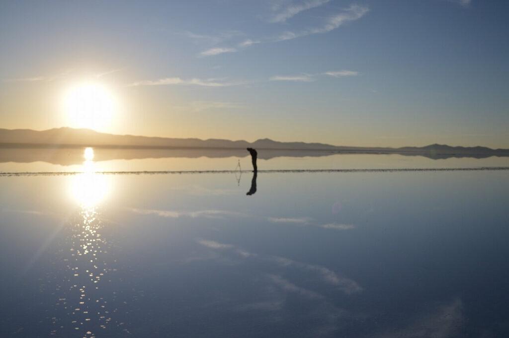 ウユニ塩湖の朝日の写真撮影