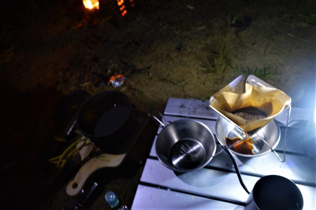 スノーピーク箕面キャンプフィールドでのコーヒータイム