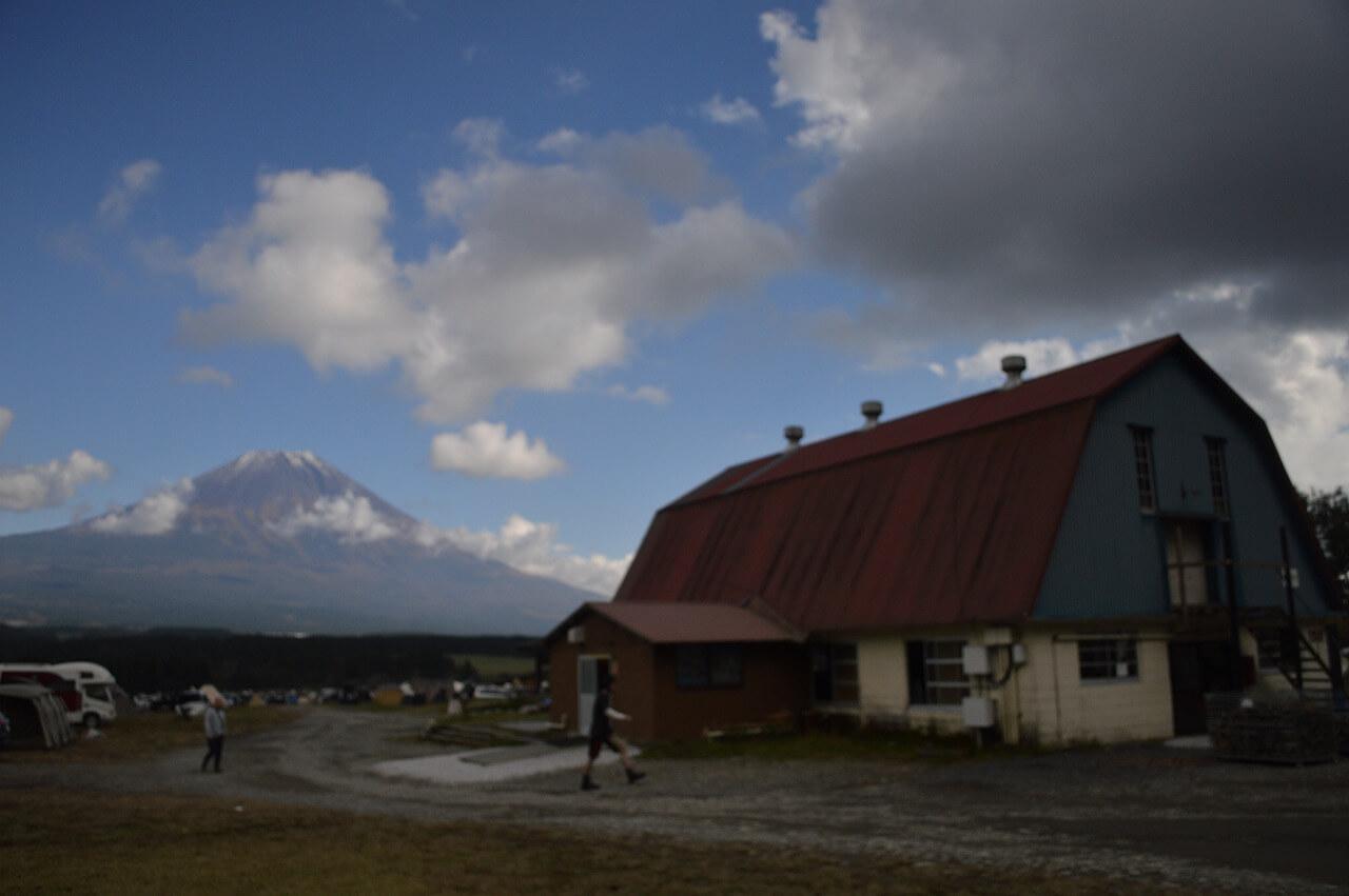 ふもとっぱらキャンプ場の牛舎トイレ