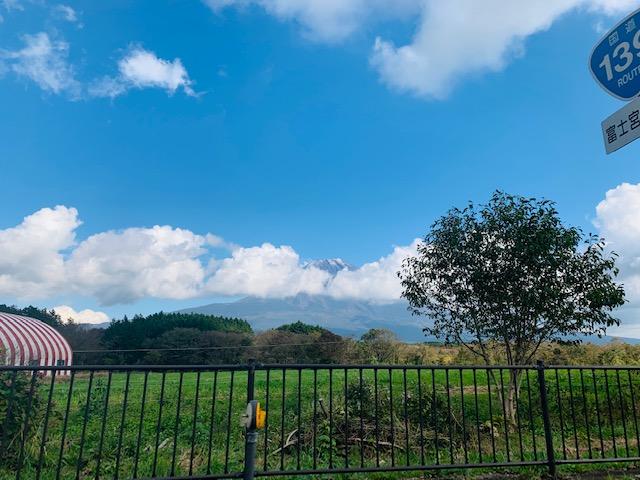 ふもとっぱらキャンプ場からの帰り道から見える富士山